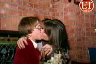 O inregistrare din trecut ii confirma preferintele din prezent. Ce diva saruta pasional un minor