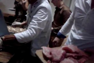 Momentul in care cei 600 de olteni furiosi intra in restaurant in seara de Revelion. VIDEO