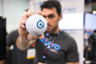 Sphero, mingea inteligenta lansata la CES 2013. Cum se transforma intr-un animal de companie