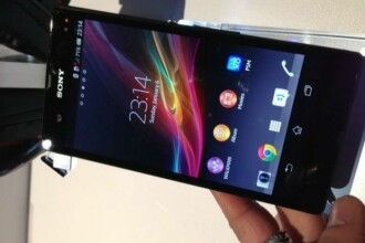 Primele imagini oficiale cu Sony Xperia Z la CES 2013, supertelefonul care se va bate cu iPhone 5