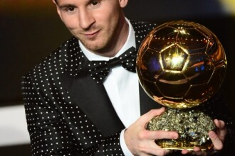 Lionel Messi a purtat un costum unicat cu buline la gala in care a primit al patrulea Balon de Aur