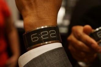 Cel mai subtire ceas din lume a fost lansat la CES 2013. E mai fin decat un card de credit