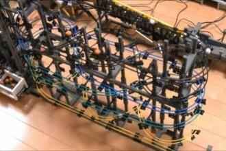 Cea mai tare jucarie din LEGO. A fost facuta de un student japonez si masoara 31 metri. VIDEO