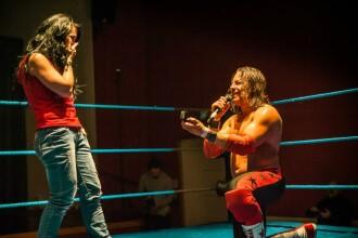 O romanca a fost ceruta de sotie intr-un ring de wrestling, imediat dupa finalul meciului