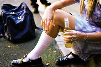 Statistica alarmanta pentru Romania: 8 din 10 elevi de liceu consuma alcool saptamanal