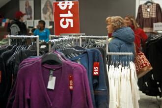 Femei prinse la furat de haine si alimente, in magazinele din Timisoara. Doua dintre ele sunt minore