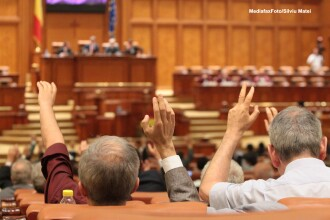 Scandal in Parlament, la proiectul Legii bugetului de stat. PDL si PPDD au parasit plenul