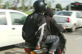 Scolile de soferi, luate cu asalt de sute de mopedisti care vor permise. Ce raspuns primesc