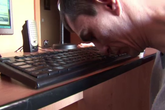 Visul lui Marius, tanarul care a invatat sa scrie cu nasul:
