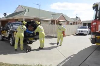 Un barbat dezbracat a cerut ajutor la Urgente. Pompierilor nu le-a venit sa creada cand l-au vazut