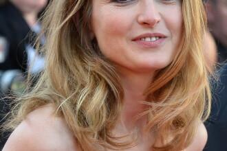 Amanta presedintelui Francois Hollande cere despagubiri de 50.000 de euro de la revista Closer