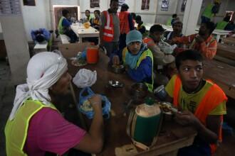 Entertainment fotbalistic, construit cu sangele muncitorilor. 185 de nepalezi au murit in 2013, in Qatar, lucrand pentru CM
