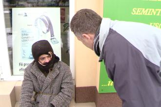 Oamenii strazii, dusi la adapost de politistii locali din Timisoara, pentru a nu ingheta de frig