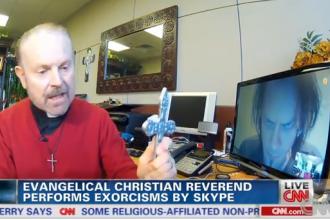 Exorcizare prin Skype. Preotul care a fost filmat in timp ce