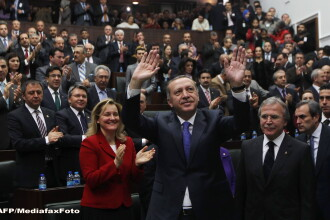 Premierul Turciei a facut senzatie. Si-a trimis holograma la o sedinta, sa vorbeasca in locul sau