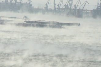 Dunarea fierbe. Explicatia unui fenomen rar si spectaculos aparut pe fluviu. VIDEO