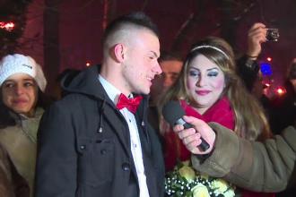 Mirese in bocanci. 18 cupluri de indragostiti s-au casatorit de Revelion la Poarta Sarutului de la Targu Jiu