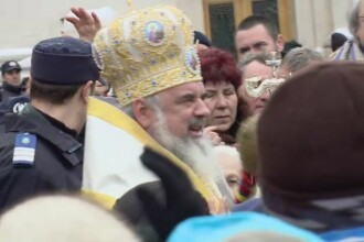 BOBOTEAZA. In Capitala apa a fost sfintita chiar de Patriarhul Daniel. Mii de oameni au stat la coada pentru o sticla