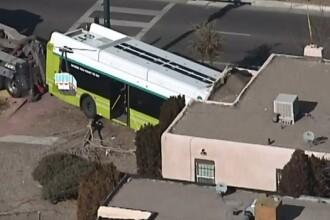 A crezut ca e cutremur, insa era un autobuz care ii intrase in casa. Ce s-a intamplat