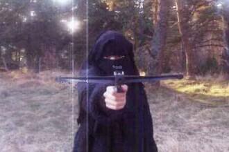 Tatal lui Hayat Boumeddiene a aflat de legaturile jihadiste ale femeii dupa ce i-a vazut poza la televizor
