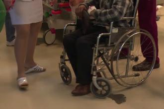 Medici din Dej acuzati ca au lasat un pacient sa astepte pe hol ore in sir. Momentele dificile prin care a trecut familia