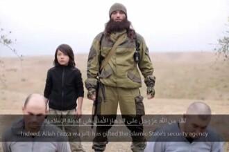 Statul Islamic a prezentat executarea a doi agenti ai serviciilor secrete ruse. Calaul ar fi un copil de zece ani. VIDEO