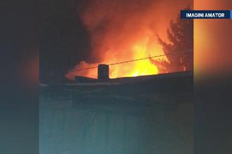 O casa si un cabinet medical mistuite intr-un incendiu violent, langa Bucuresti. Proprietarii, salvati din foc de un vecin