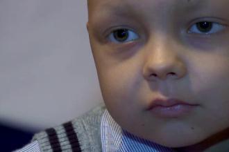 Alin are nevoie de ajutorul nostru. Baiatul de 5 ani din Constanta a fost diagnosticat cu o tumoare maligna pe creier