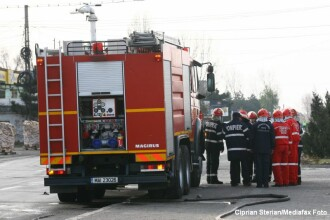 Explozie intr-un bloc de garsoniere din Zarnesti. O femeie a fost ranita, iar 17 apartamente au fost avariate