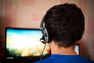 Un barbat a murit dupa ce s-a jucat pe calculator trei zile incontinuu, la un internet cafe: