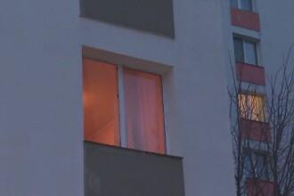 Locuitorii unui bloc din Pitesti au sunat la 112 dupa ce un vecin a refuzat sa-si mai inchida geamul. Ce au gasit politistii