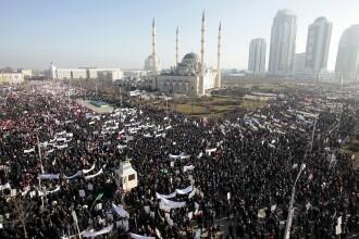 Manifestatie uriasa impotriva caricaturilor cu Mahomed. Rusii sustin ca un milion de oameni au iesit in strada in Cecenia