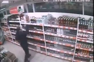 A incercat sa fure cateva sticle de bautura, dar s-a facut de tot rasul. Ce s-a intamplat cand a vrut sa fuga
