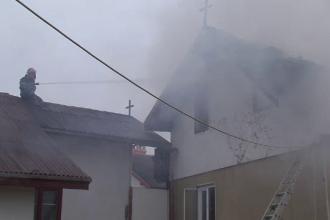 Incendiu la manastirea Sfintii Apostoli Petru si Pavel din Parva, judetul Bistrita Nasaud