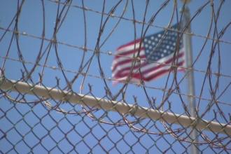 Scandal in armata americana. Capitanul bazei de la Guantanamo a fost implicat intr-un triunghi amoros