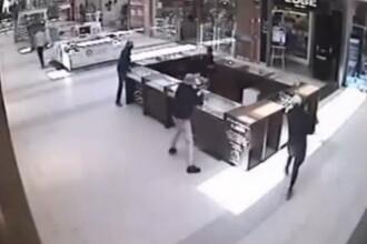 Jaf in centrul Londrei, in plina zi. Un barbat la costum a incercat sa opreasca un hot inarmat cu o maceta. VIDEO