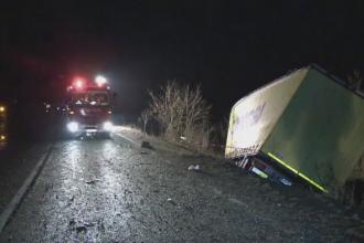 Accident ingrozitor pe DN14. Un sofer a murit ars de viu, dupa ce a intrat intr-un TIR