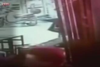 Doi morti si mai multi raniti in urma unui atac armat intr-un bar din Tel Aviv. Primele imagini video cu momentul tragediei