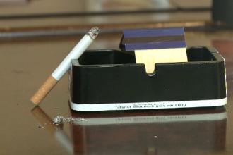 Amenintarea lansata de parlamentari, in cazul in care se va aplica legea anti-fumat. Ce alt viciu vor sa interzica