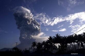 Stare de alerta ridicata in Indonezia. Un vulcan din provincia Sulawesi a aruncat fum si cenusa la 300 de metri inaltime