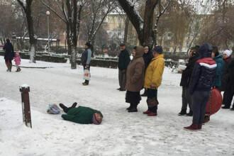 O femeie a fost la un pas de moarte dupa ce i s-a facut rau chiar langa Spitalul Satu Mare. De ce nu au intervenit medicii