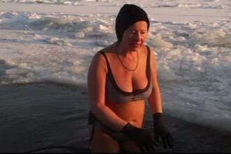-19 grade Celsius, vremea perfecta pentru rusi de a inota in costum de baie.