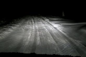 Zeci de oameni blocati pe drumurile din Suceava din cauza viscolului. Manevra facuta de un TIR pentru a evita un accident