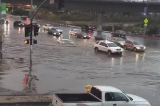 Manevra surprinzatoare a unui sofer de Lamborghini, intr-o intersectie inundata. Ce s-a intamplat cand a traversat-o. VIDEO