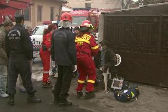 Un barbat de 85 de ani din Capitala a fost salvat de pompieri, dupa ce i-a luat foc casa. Incendiul a pornit de un cos de fum