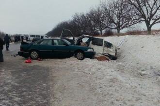 Grav accident in Republica Moldova, cu 5 autovehicule implicate. O femeie si un copil au murit. FOTO