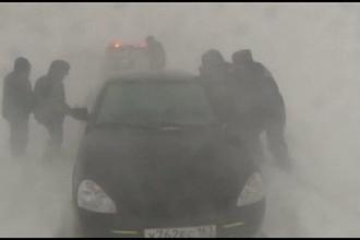 Prapad in Rusia, din cauza unei furtuni de zapada. Sute de masini au ramas blocate timp de o zi in sudul Moscovei