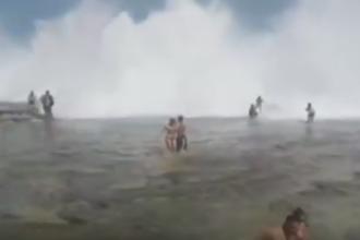 Imagini uimitoare, surprinse in Sydney. Peste 100 de persoane au fost maturate de un val urias. VIDEO