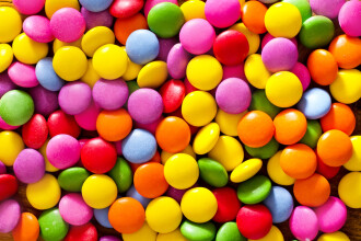 Un barbat din SUA a furat 3.400 kilograme de batoane de ciocolata. Ce au gasit politistii la scurt timp in garajul sau