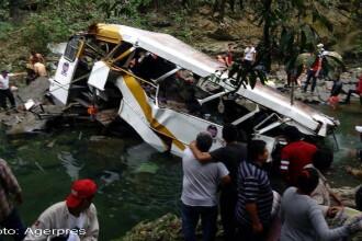 Grav accident in Mexic. 21 de morti si 13 raniti dupa ce un autocar cu fotbalisti s-a prabusit de pe un pod. VIDEO